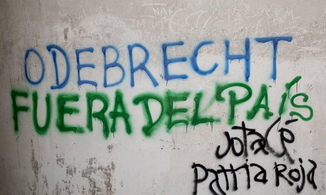 Grafite em Lima, Peru, com os dizeres: