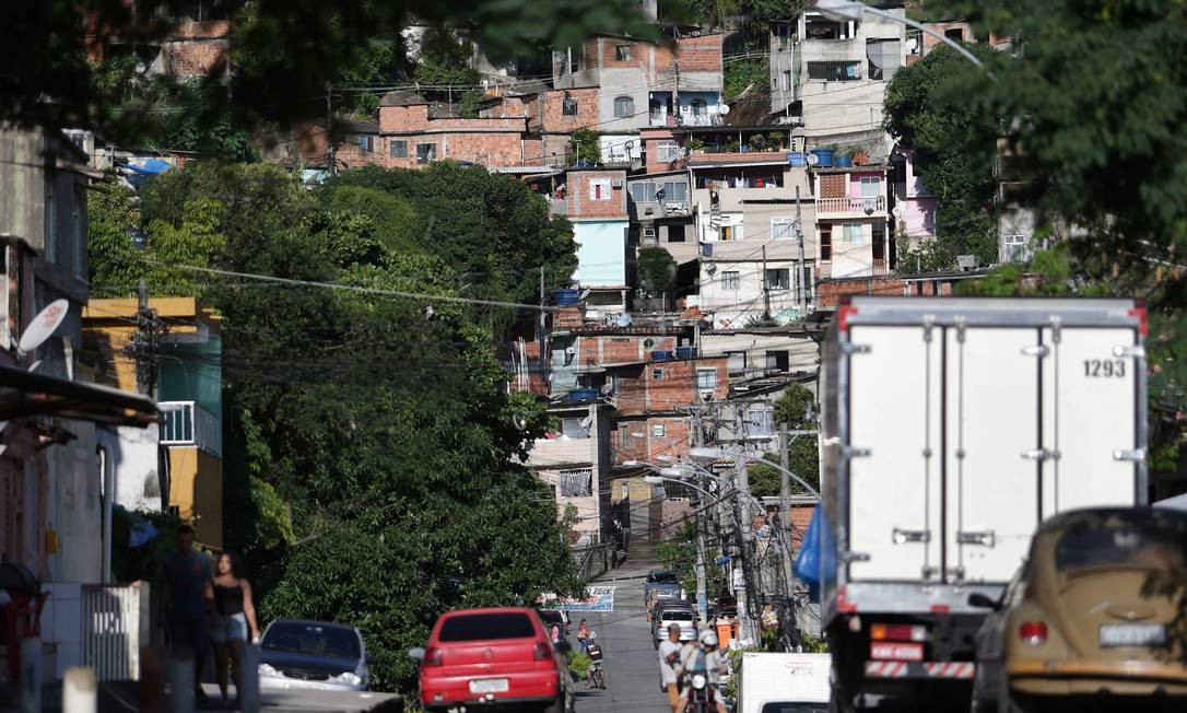 Morro da Barão, na Praça Seca: milícia dominou a área e expande cada vez mais seus tentáculos na rua Foto: Márcio Alves / Agência O GLOBO