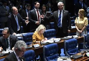 O senador Fernando Bezerra Coelho, ao lado dos senadores Flávio Bolsonaro, Major Olímpio, Soraya Thronicke e Selma Arruda Foto: Marcos Oliveira/Agência Senado