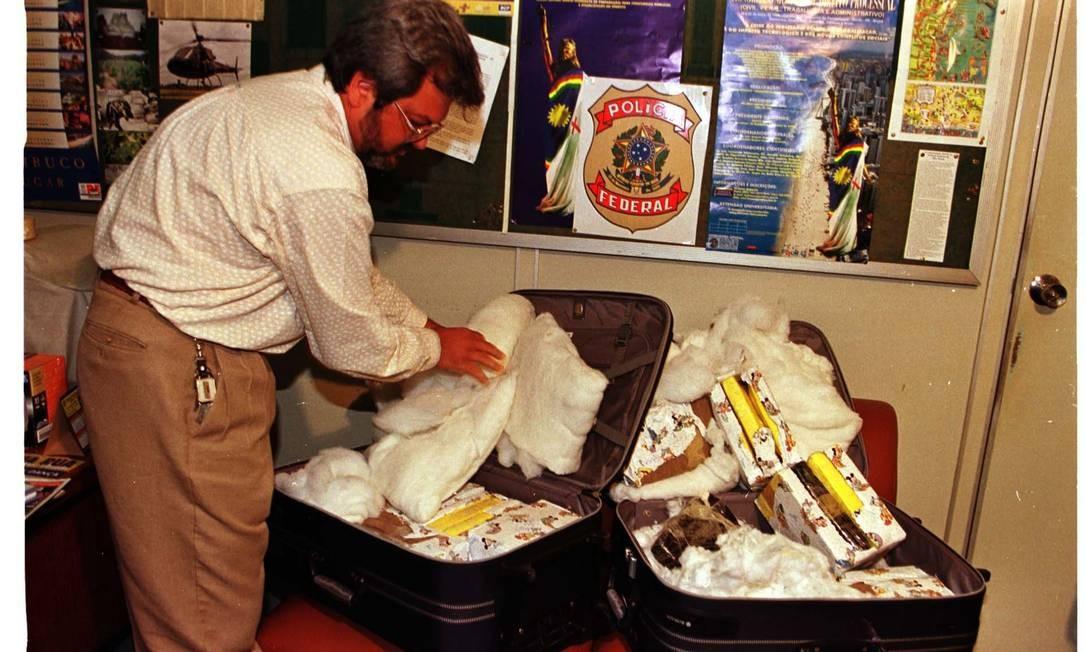 Em 1999, quadrilha de militares tentou transportar cocaína dentro de duas malas em avião Hércules C-130 da FAB Foto: Josenildo Tenório / (19/04/1999)
