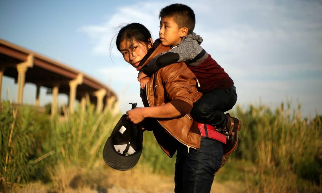Migranti dal Guatemala sulle rive del Rio Grande Foto: JOSE LUIS GONZALEZ / REUTERS