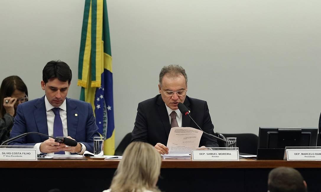 O relator da reforma da Previdência, deputado Samuel Moreira (PSDB-SP), apresenta a íntegra de seu relatório Foto: Jorge William / Agência O Globo