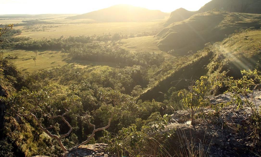 Pôr do sol, visto do Morro da Baleia, em Alto Paraíso de Goiás, na região da Chapada dos Veadeiros Foto: Eduardo Vessoni