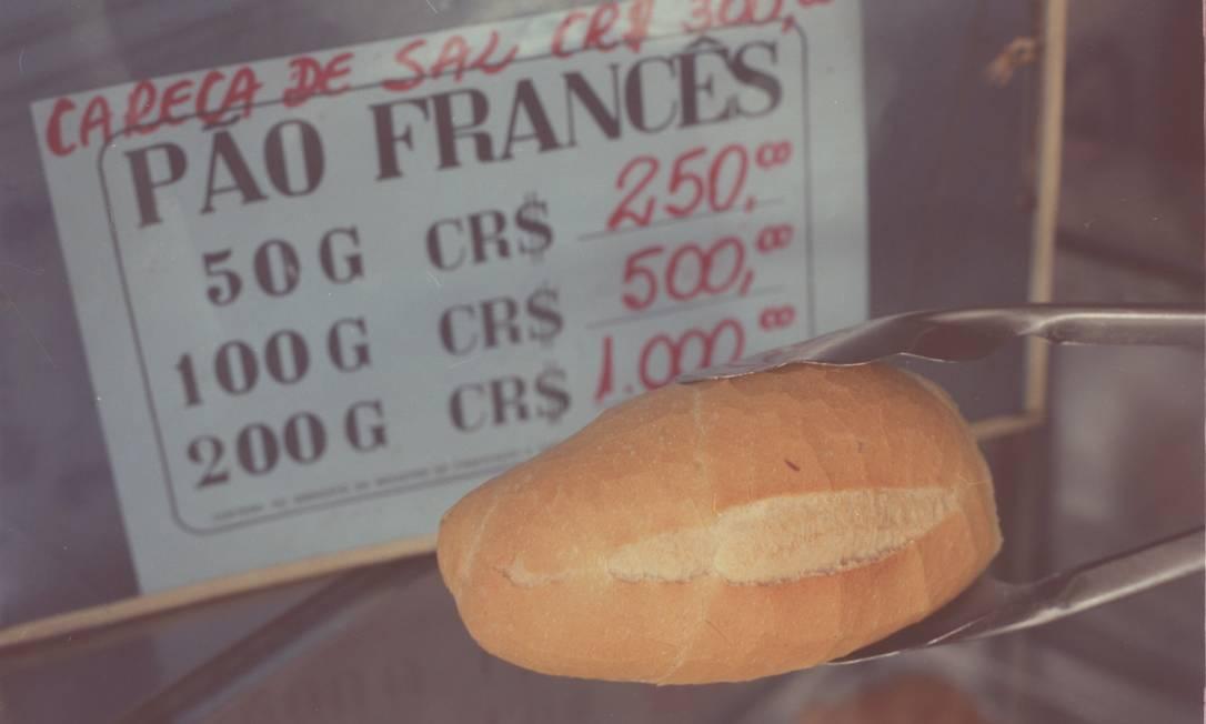 Antes do real, 50g de pão francês custavam 250 cruzados novos (CR$). O valor numérico era alto por conta da inflação Foto: Monique Cabral / Arquivo - 20/06/1994