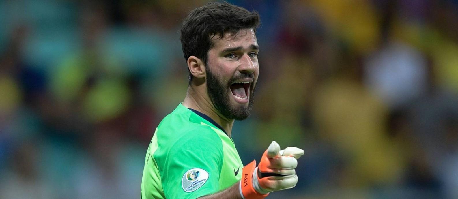Alisson pode ser decisivo para o avanço da seleção às semifinais da Copa América Foto: JUAN MABROMATA / AFP