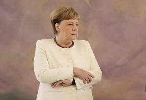 Líder alemã é vista tremendo pela segunda vez em menos de 10 dias Foto: KAY NIETFELD / AFP