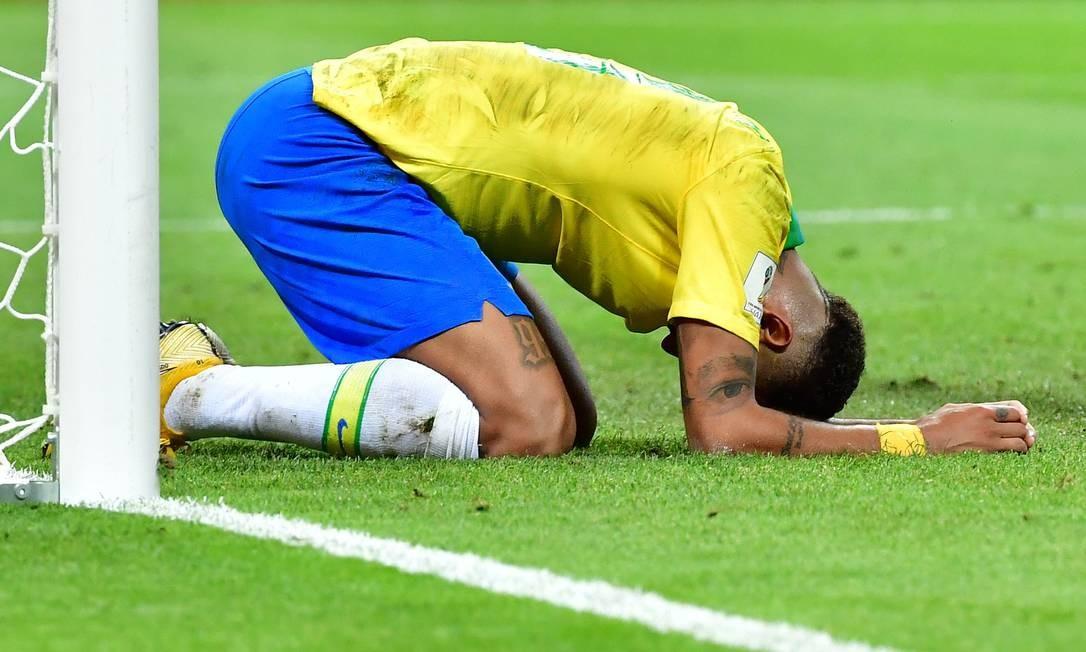 Neymar lamenta a eliminação na Copa do Mundo da Rússia Foto: LUIS ACOSTA / AFP