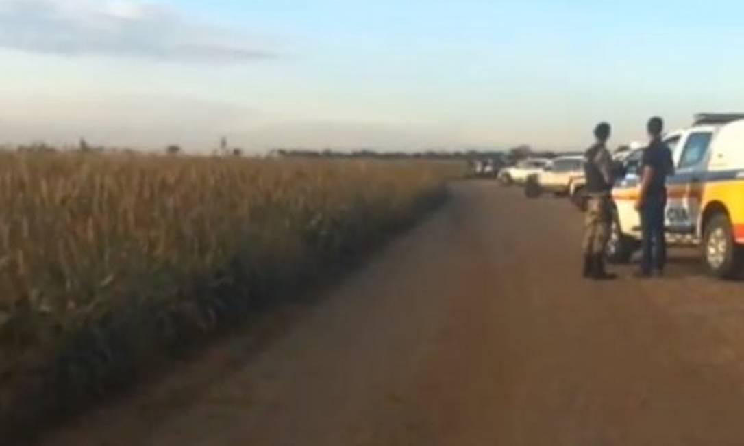 Duas pessoas são mantidas reféns em estrada após ataque a banco e troca de tiros em Uberaba, MG