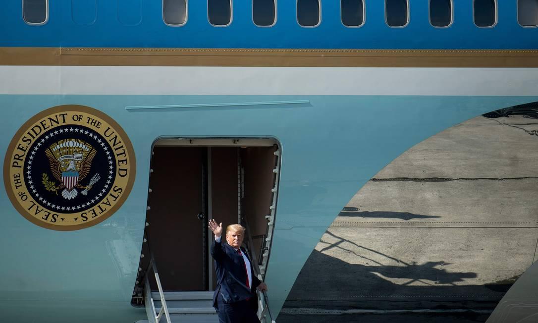 Trump desembarca em Osaka para a reunião do G-20 Foto: BRENDAN SMIALOWSKI / AFP
