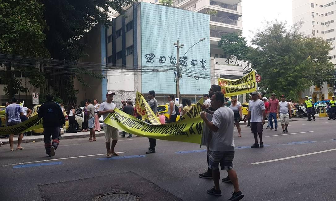 Protesto de moradores da Muzema na São Clemente, em frente ao Palácio da Cidade Foto: Luiz Ernesto Magalhães