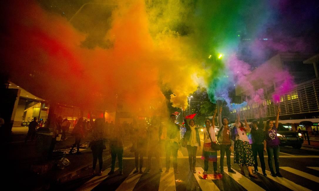 Manifestantes durante a parada Gay em São Paulo Foto: Cris Faga / Agência O Globo
