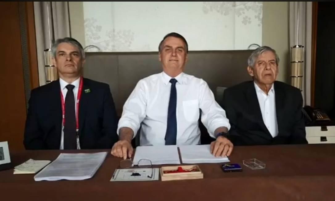 Bolsonaro fala em transmissão ao vivo pelo Facebook, no Japão Foto: Reprodução