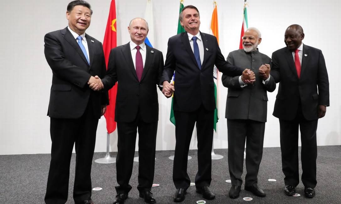 O presidente da China Xi Jinping, o presidente da Rússia Vladimir Putin, o presidente do Brasil Jair Bolsonaro, o primeiro-ministro da Índia Narendra Modi e o presidente da África do Sul Cyril Ramaphosa durante reunião informal do Brics em Osaka, no Japão Foto: SPUTNIK / REUTERS