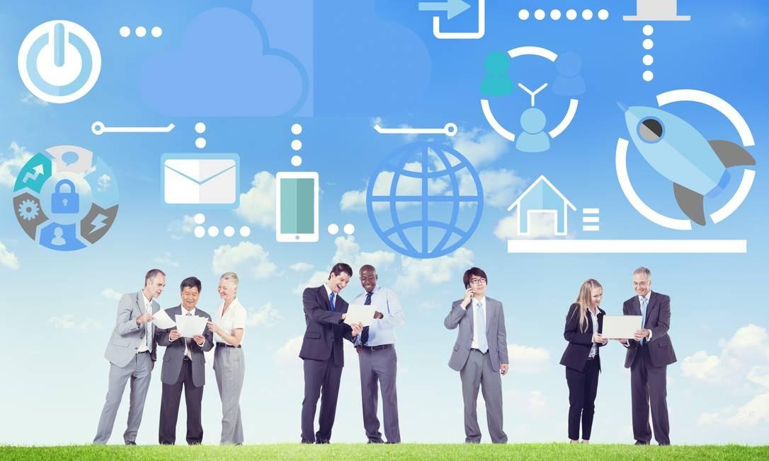 Big Data Sharing Online Global Communication Discussion Concept Foto: Multinuvem e tecnologia de containers são as apostas para 2020