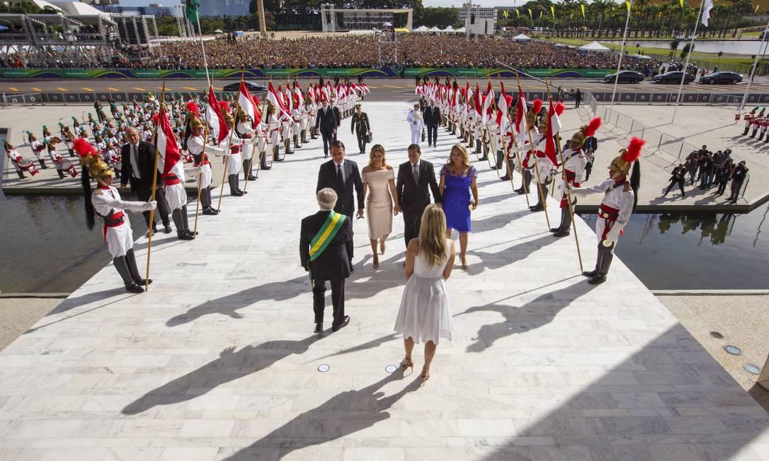 Jair Bolsonaro sobe a rampa do Palácio do Planalto para tomar posse como novo presidente da República Foto: Daniel Marenco / Agência O Globo