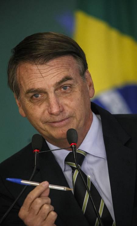 Jair Bolsonaro assina o primeiro decreto sobre flexibilização da posse e do porte de armas no Brasil Foto: Daniel Marenco / Agência O Globo