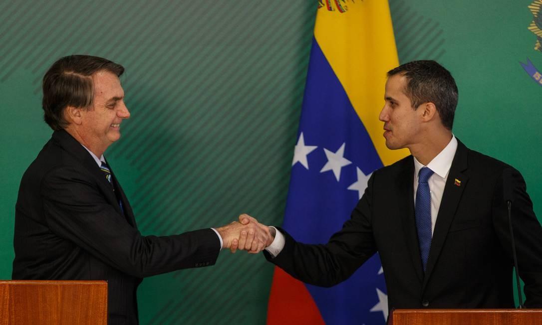 Jair Bolsonaro recebe o autoproclamado presidente interino da Venezuela, Juan Guaidó, no Palácio do Planalto Foto: Daniel Marenco / Agência O Globo