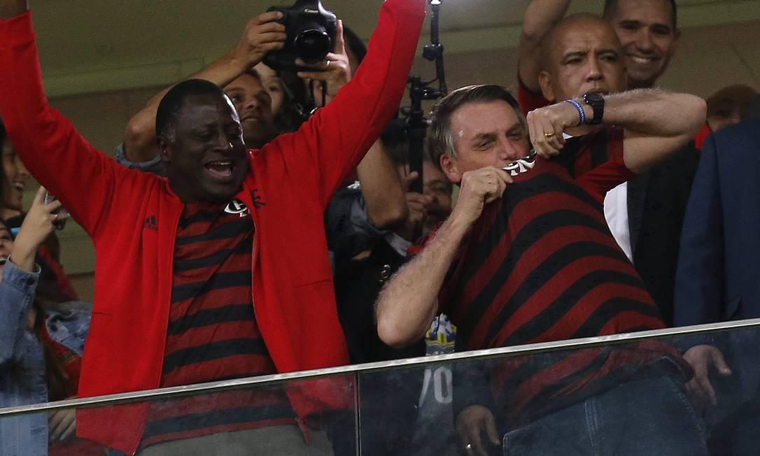 Bolsonaro asssite ao jogo do Flamengo e CSA, ao lado do ministro da Justiça, Sergio Moro, no Estádio Mané Garrincha, em Brasília Foto: Jorge William / Agência O Globo