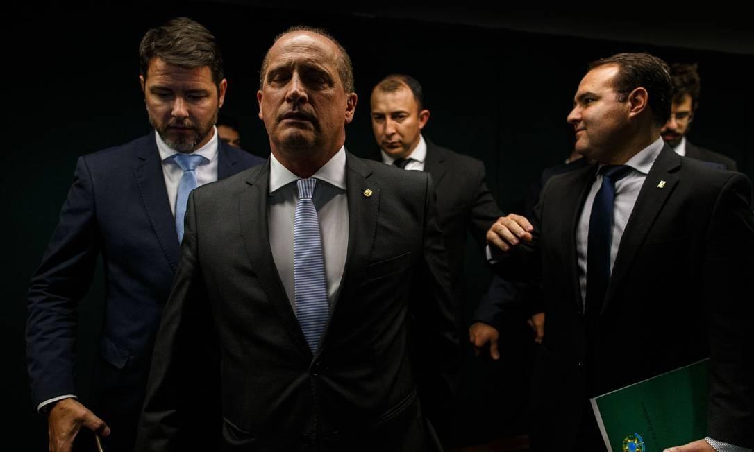 Os ministros chefe da Casa Civil, Onyx Lorenzoni, e da Secretaria Geral da Presidência, Jorge Oliveira Foto: Daniel Marenco / Agência O Globo