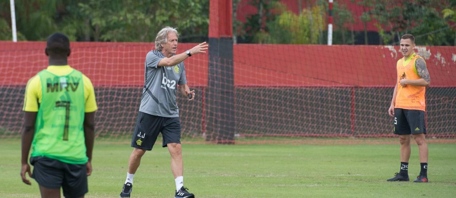 O técnico do Flamengo, Jorge Jesus, durante treino no Ninho do Urubu Foto: Alexandre Vidal/Flamengo