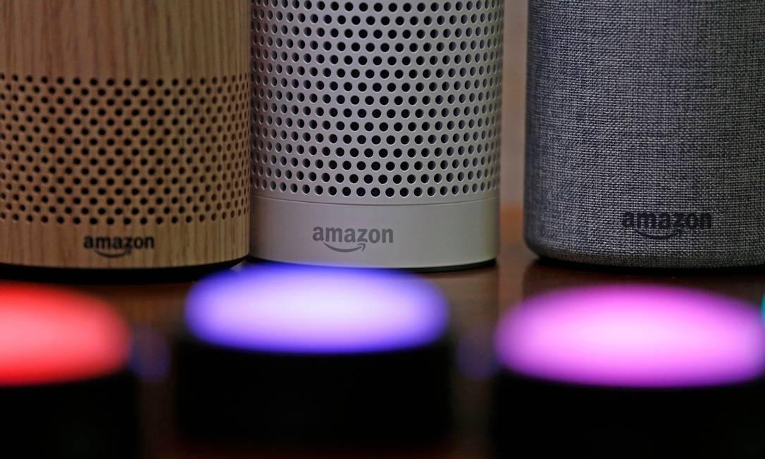 Echo. O alto-falante da Amazon: assistente Alexa é treinada em português Foto: Elaine Thompson / AP