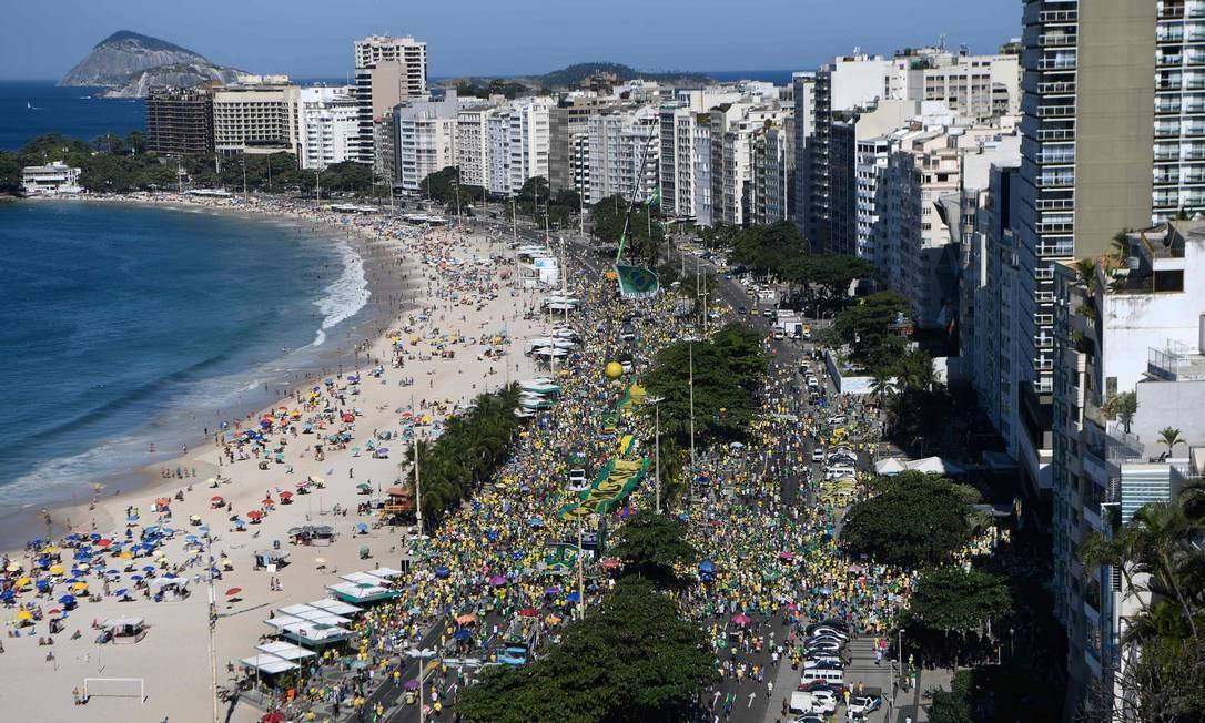 Ato de apoio ao ministro Sergio Moro, ao governo Jair Bolsonaro e à Operação Lava-Jato em Copacabana Foto: MAURO PIMENTEL / AFP