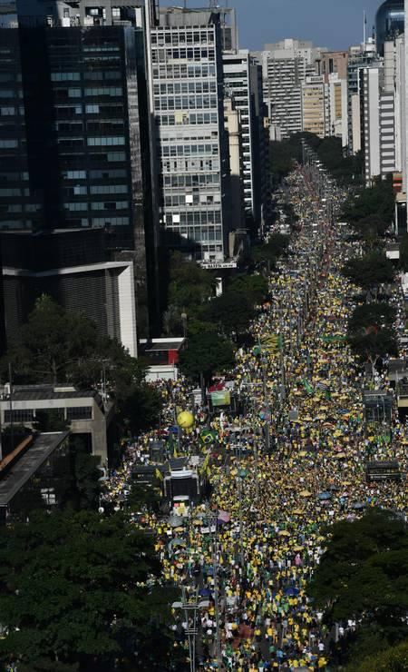 Apoiadores do Ministro da Justiça Sergio Moro e do presidente Jair Bolsonaro ocupam Avenida Paulista, São Paulo Foto: NELSON ALMEIDA / AFP