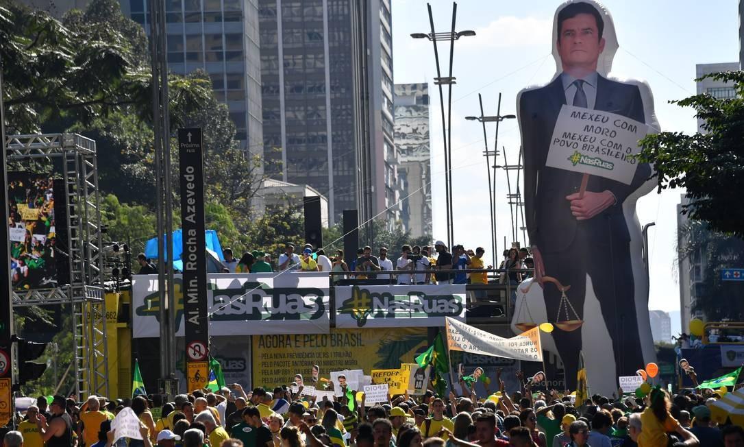 Boneco inflável do Ministro da Justiça Sergio Moro foi levado por manifestantes para ato em São Paulo Foto: NELSON ALMEIDA / AFP