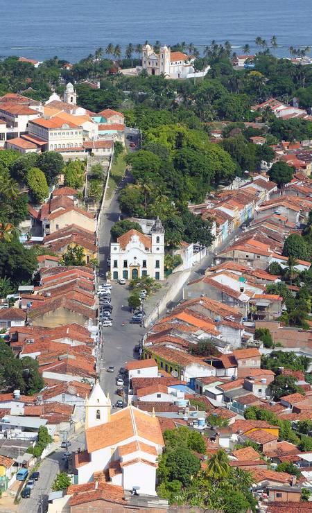 Olinda (PE) foi a segunda cidade brasileira a ser declarada Patrimônio Histórico e Cultural da Humanidade pela Unesco, em 1982. Imagem da frente da igreja do amparo, no Alto da Sé Foto: Hans von Manteuffel / Agência O Globo