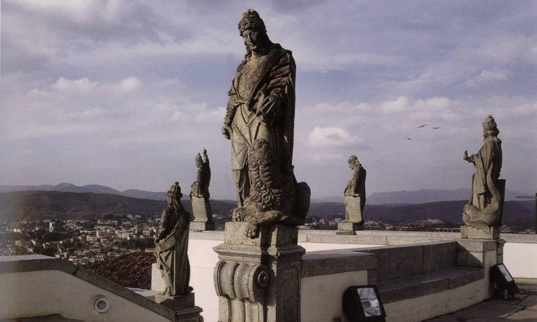No Santuário de Bom Jesus do Matosinhos, em Congonhas do Campo, estão as 12 estátuas de profetas de autoria do escultor Aleijadinho Foto: Divulgação