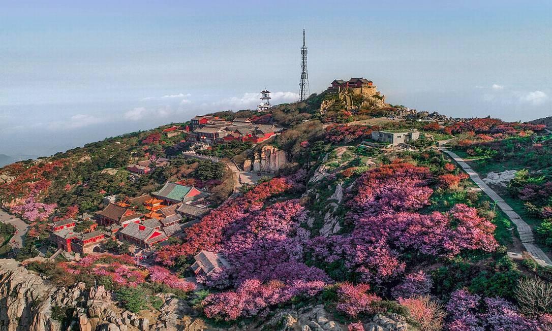 O sagrado Monte Tai ('shan' significa 'montanha') foi objeto de uma cultura imperial por quase 2 mil anos, e as obras artísticas encontradas lá possuem perfeita harmonia com a paisagem natural. Tem sido sempre uma fonte de inspiração para artistas e estudantes chineses, e simboliza a ancestralidade da cultura chinesa Foto: divulgação