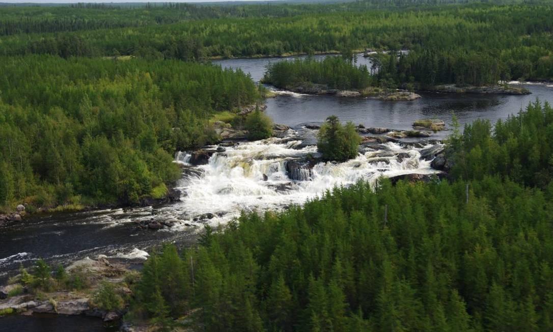 """Pimachiowin Aki, em português """"A terra que dá vida"""", é uma paisagem no Canadá formada por rios, lagos e zonas úmidas. É lar dos Anishinaabeg, um povo indígena que vive basicamente da pesca e da caça Foto: Divulgação"""
