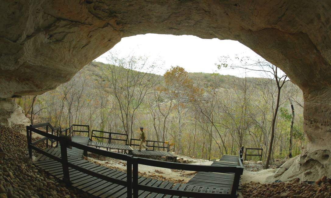 O Parque Nacional Serra da Capivara, em São Raimundo Nonato, Piauí, foi criado em 1979, para preservar vestígios arqueológicos da mais remota presença do homem na América do Sul. Sítio Toca da Entrada do Pajaú, localizado no Desfiladeiro da Capivara Foto: Marizilda Cruppe / Agência O Globo
