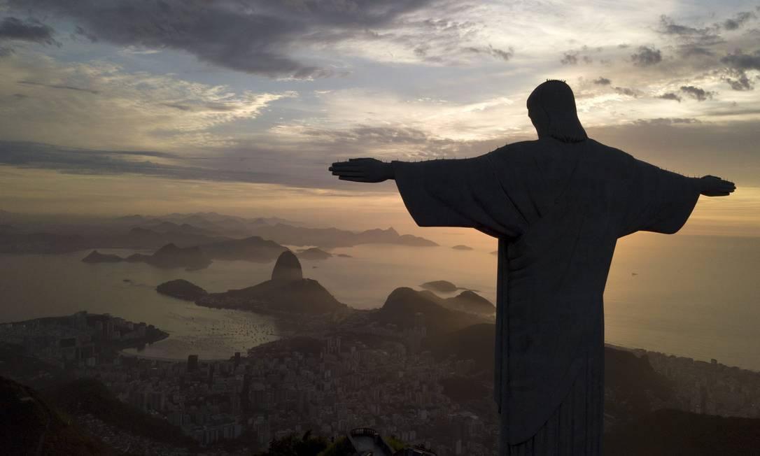 Símbolo da arquitetura Art Deco, a cadeia de montanhas onde está a estátua do Corcovado faz parte do Patrimônio Mundial da Humanidade Foto: Custodio Coimbra / Agência O Globo