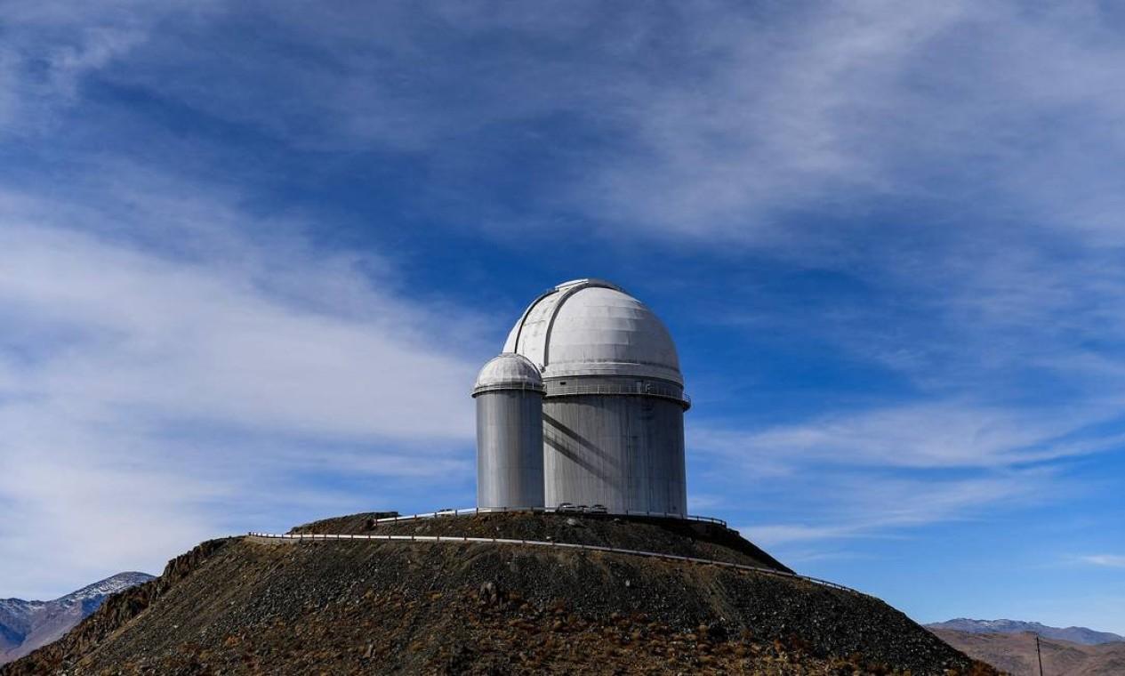 Parte do observatório ESO (European Southern Observatory) em Higuera, na região chilena de Coquimbo. Cerca de 1.200 especialistas realizarão testes científicos durante o Eclipse Solar total, que acontece nesta terça-feira (2/6) Foto: MARTIN BERNETTI / AFP