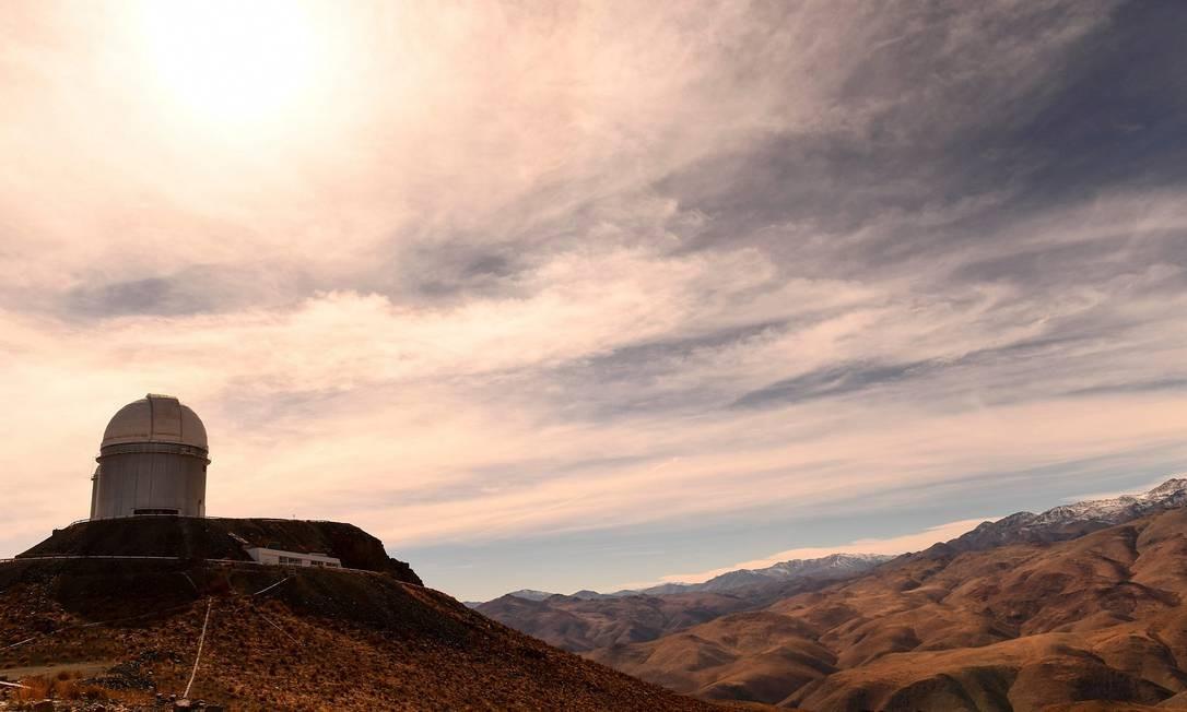 Vista do observatório ESO (European Southern Observatory) em Higuera, na região chilena de Coquimbo. Cerca de 1.200 especialistas realizarão testes científicos durante o Eclipse Solar total, que acontece nesta terça-feira (2/6) Foto: MARTIN BERNETTI / AFP