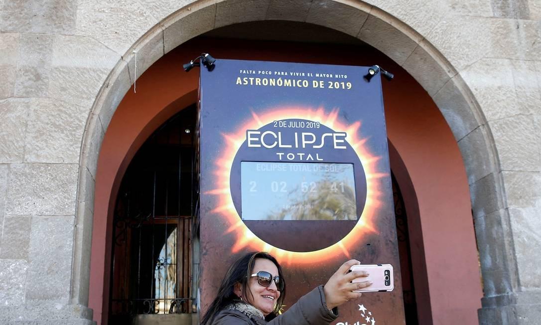Chilenos e turistas se preparam para assistir ao Eclipse Solar total que acontece nesta terça-feira (02/07) no país, que será ponto privilegiado para ver o fenômeno Foto: RODRIGO GARRIDO / REUTERS