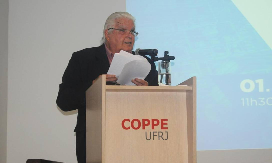 Marco Antonio Raupp, ex-ministro de Dilma Rousseff, leu carta em defesa da ciência e tecnologia Foto: Coppe / Divulgação