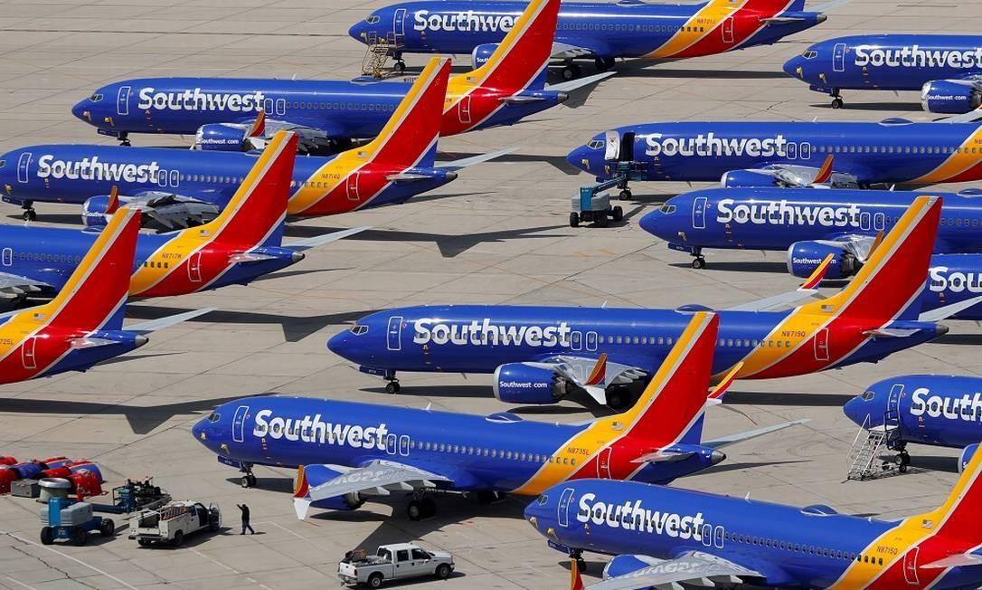 Boeings 737 MAX 8 pousados na Califórnia, fora de operação. Foto: Mike Blake / REUTERS
