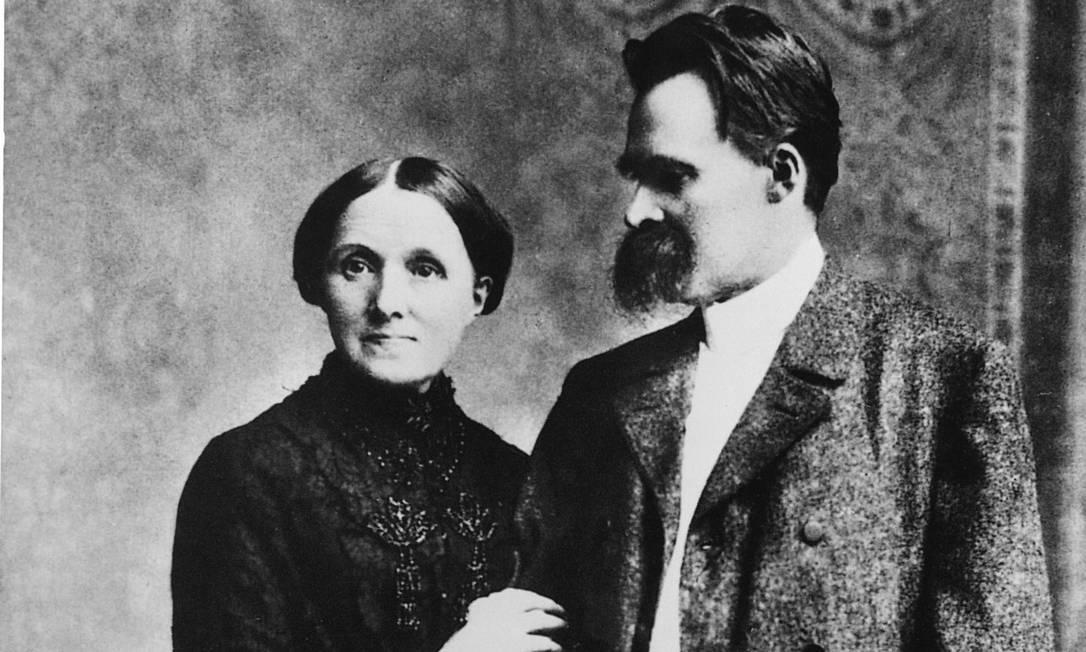 Nietzsche com sua mãe, Franziska, no início da década de 1890 Foto: akg-images / Divulgação