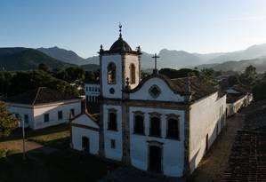 Emoldurada pelo verde, a Igreja de Santa Rita de Cássia, cartão-postal do Centro Histórico de Paraty Foto: Brenno Carvalho / Agência O Globo
