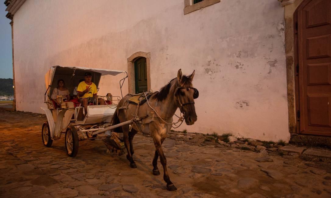 Passeio de carroça pelo centro de Paraty: em nova candidatura, cidade uniu natureza e cultura Foto: Brenno Carvalho / Agência O Globo