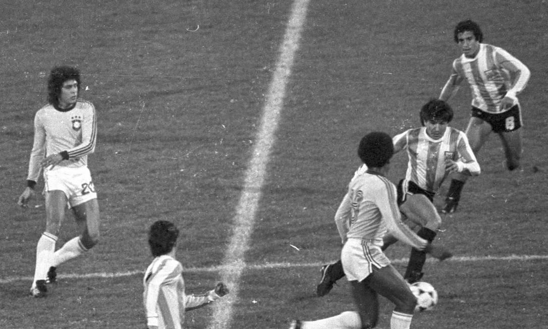 Brasil e Argentina em partida da Copa do Mundo de 1978. Para historiador, mundial marcou o início do acirramento da rivalidade entre os países no futebol Foto: Eurico Dantas / Agência O Globo