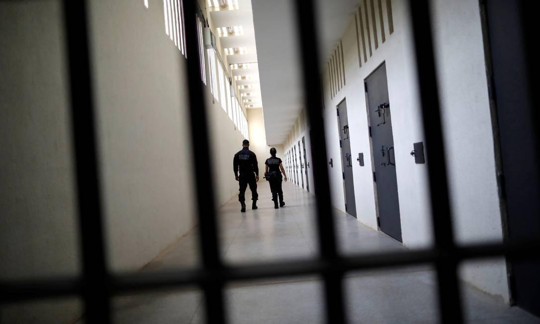 Agentes inspecionam a penitenciária de segurança máxima em Brasília Foto: UESLEI MARCELINO 27-03-2019 / Reuters