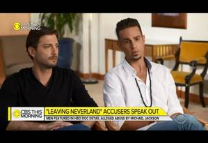 James Safechuck e Wade Robson em entrevista à CBS Foto: Reprodução