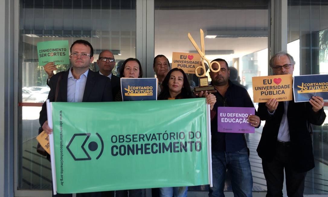 Professores protestam no Ministério da Educação Foto: Felipe Moura / O Globo
