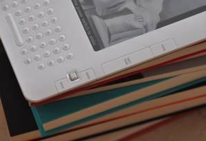 Os consumidores não compram livros digitais, como fazem com livros físicos, mas adquirem uma licença para o uso Foto: Cora Rónai