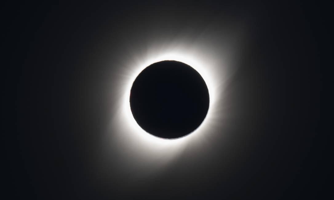 Luz e sombra. Coroa solar só pode ser vista durante eclipses Foto: STAN HONDA / AFP
