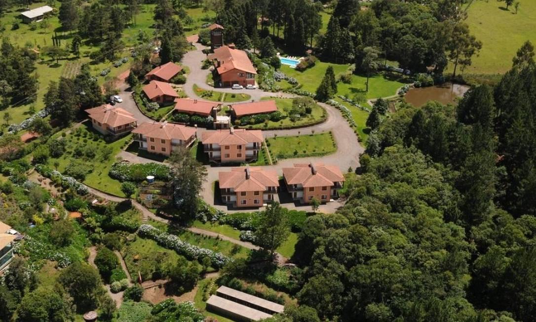 Imagem aérea Hotel Bangalôs da Serra, que tem pomares, promove plantio de árvores e mantém placas de energia solar Foto: Divulgação