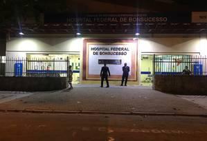 A emergência do Hospital Federal de Bonsucesso tinha apenas dois médicos nesta terça-feira e estava sendo esvaziada Foto: Flávia Junqueira